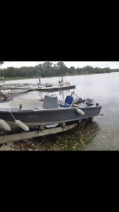 92 Evinrude 25hp motor and Boston whaler style boat