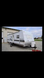"""2005 Forest River """"Wildwood"""" 22 ft travel trailer"""