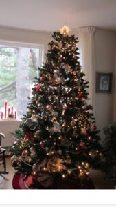 Beautiful new condition  7.5 foot tall Christmas tree !