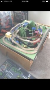 TRAIN TRACK SET W/TABLE