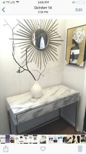 White marbleized console table or desk