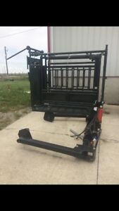 Rugged Ranch cattle squeeze  3Pt bale unroller