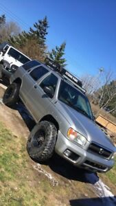 4200 OBO !! Nissan Pathfinder 4x4 Lifted