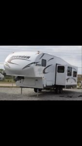 Motivated to Sell- 2014 Avenger Fifth Wheel
