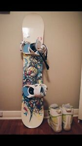 SELLING SNOWBOARD, BINDINGS, BOOTS AND GOGGLES Kitchener / Waterloo Kitchener Area image 1