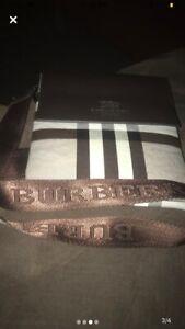 Burberry Messenger Bag / Sacoche.  Unisex!!!