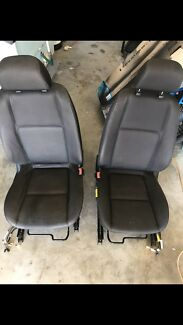 Ve commodore 2010 seats front and back gc