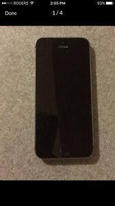 iPhone 5s 16 GB - mint condition with Otter Box