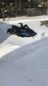 600 Polaris snow mobile
