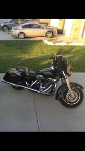2007 Street glide Low Kms      lots of Extras