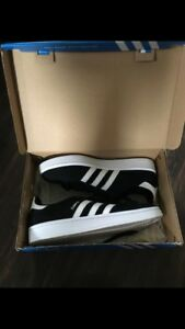 Size 6 women's adidas sneakers