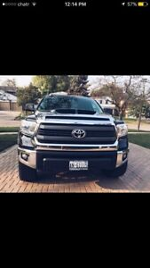 ** Clean & Low ** 2015 Toyota Tundra SRS Platinum crewcabin 5.8l