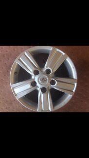 VX/Sahara - Landcruiser 200 - Rim and Tyre