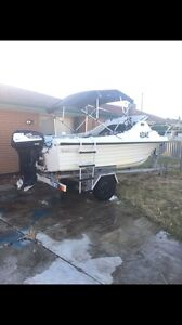 5 meters fibreglass runabout with 55 hp Tohatsu,excellent condition Mandurah Mandurah Area Preview