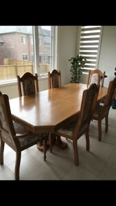 Dining Table set with Hutch - in Oak Wood