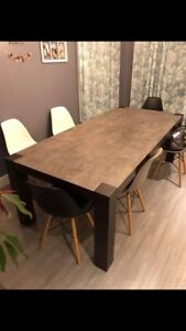 Mobilia dining table and chairs