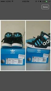 Kids size 11 adidas shoes excellent condition