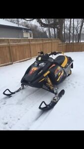 2004 ski-doo mxz 800 snowmobile