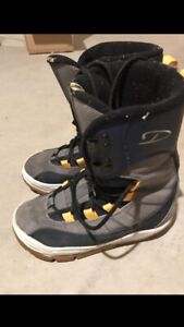 Snowboard/ski boots great condition!