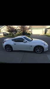 Mint 2014 Nissan 370Z low kms!!!