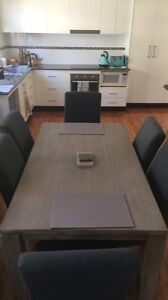 Beautiful dinning table and chairs Waratah West Newcastle Area Preview