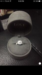 VERA WANG ENGAGEMENT RING. Halo with blue sapphire