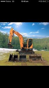 DIGGER WITH EXPERIENCED OPPERATOR Battery Point Hobart City Preview
