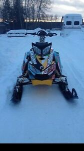 800 Skidoo Summit XP with new motor 400km
