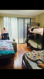 Looking for 2girls to share in master bedroom in Pyrmont