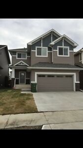 4 bedrooms house in airdrie August 1st