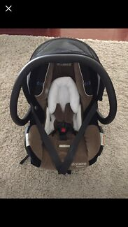 Maxi Cosi Titan baby capsule plus bugaboo cameleon adaptors