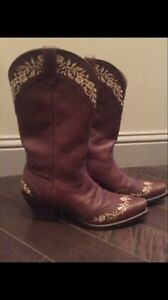 Women's cowboy boots Edmonton Edmonton Area image 1