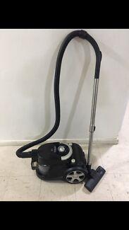 Titan bagless 1800W vacuum