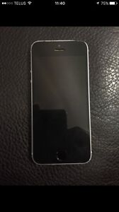 UNLOCKED iPhone 5s in good condition !