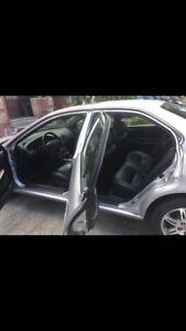 Acura tl 2000 leather silver 200400 kms