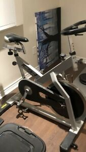 Magnetic cycling exercise bike