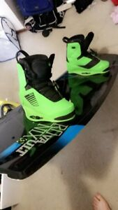 Ronix vault 139 wakeboard with ronix one bindings used 4 times