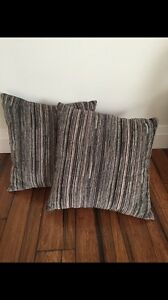 PAIR OF ACCENT CUSHIONS