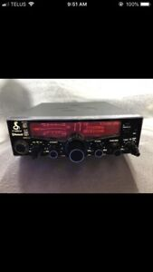 LIKE NEW HIGH POWERED CB RADIO WITH OUTLAW KIT