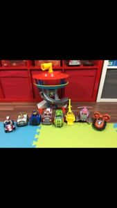 Paw Patrol Lookout & 8 Vehicles/Pups