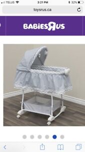 Bassinet with sheet