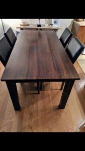 Table en vrai bois et chaises