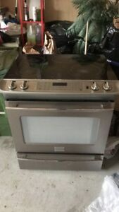 Fridgidaire Stove (Can be used for Parts)