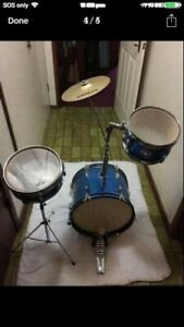Ashton Drum kit set with drum sticks in very good condition $240