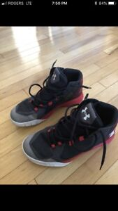 Boys 7 Youth Under Armour Basketball Sneakers!