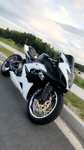 Selling 2005 GSXR1000! New motor and Stretched swing arm!