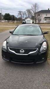 2010 Nissan Altima 3.5L SR 6 Speed - $8000