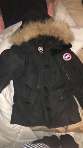 Non authentic Canada goose size small