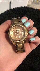 Gold fossil watch w/ extra spacer