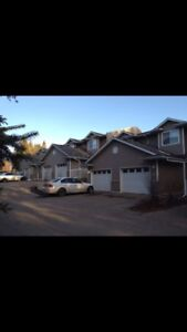 3 bedroom townhouse in Ponoka with utilities included.